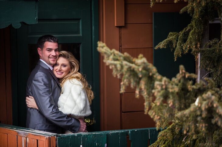 Inspired by their New Year's Eve wedding date, Shelby Smith (29 and an interior designer) and Wyatt Guddeck (30 and a sales representative) had a glam