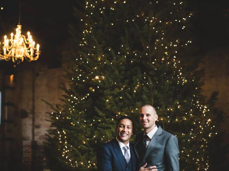winter wedding ideas oversized christmas tree