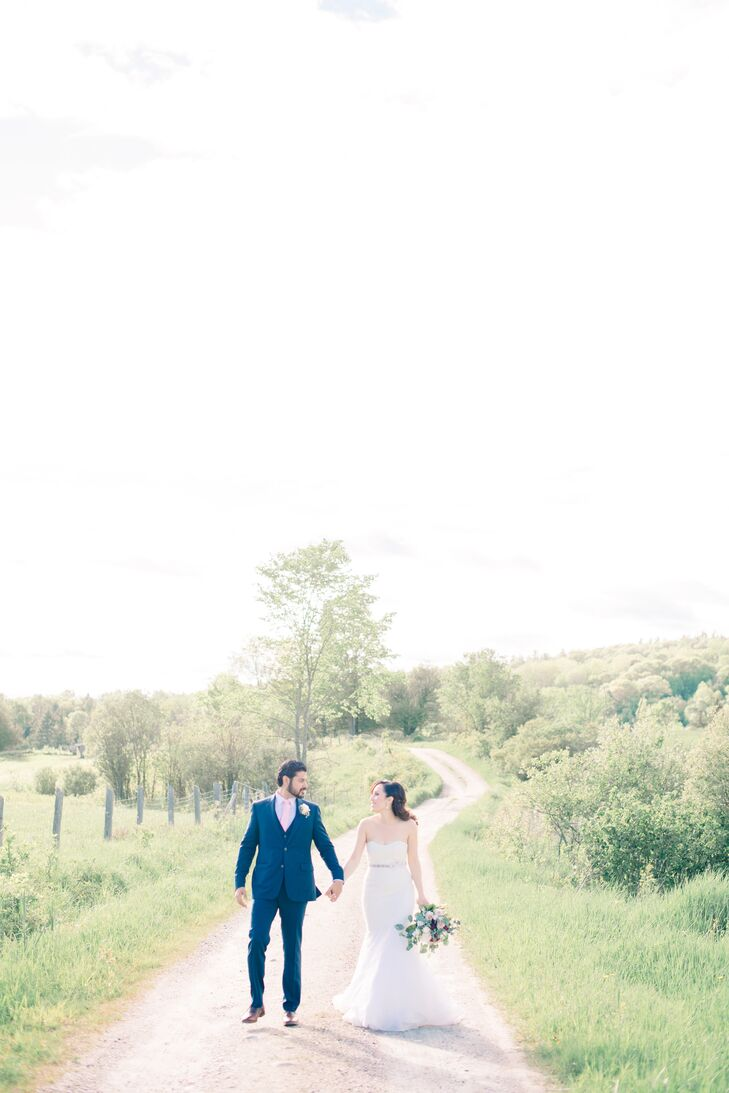 With  Le Belvedere's  picturesque setting, innate sense of intimacy and chic interiors, Nancy and Indesh were smitten the moment they set foot on the property in Wakefield, Quebec. Taking advantage of the beautiful scenery, the couple took photos outdoors following the ceremony.