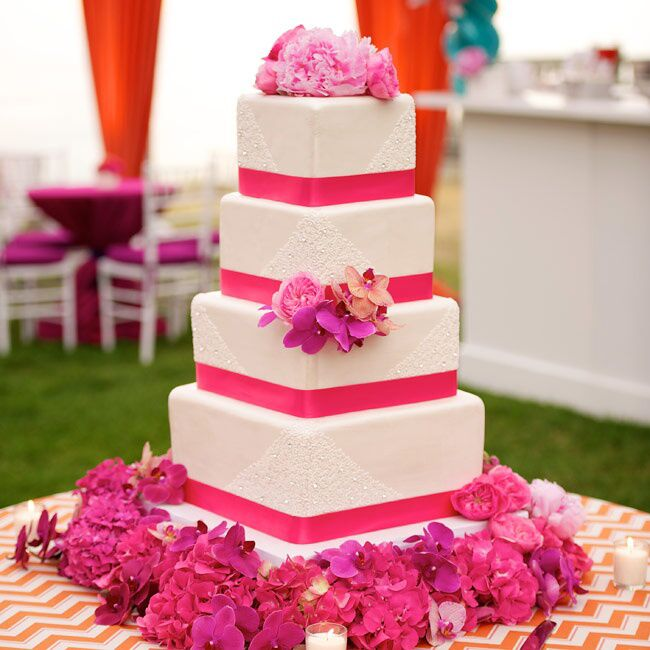 Square Wedding Cake Ideas: How To Decorate Your Cake With Fresh Flowers