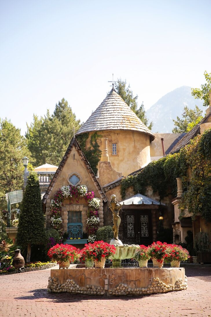 La Caille in Sandy, Utah, provided a classically romantic setting for Courtney and John's contemporary affair.