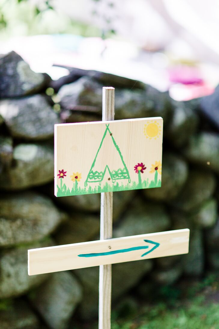 To help their guests find their way around the property and guide them in the direction of the day's events, Nicole and Dor created hand-painted signs complete with bright, colorful paint and lighthearted illustrations.