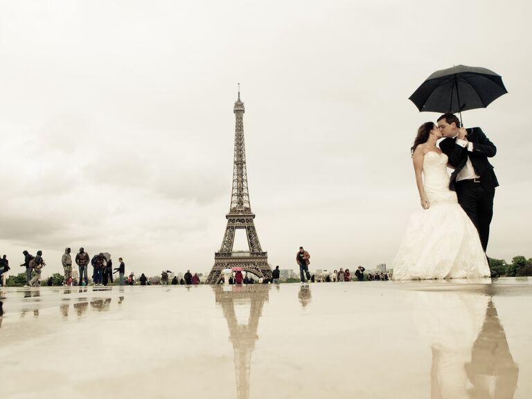 Rainy day wedding at Villennes-sur-Seine, France