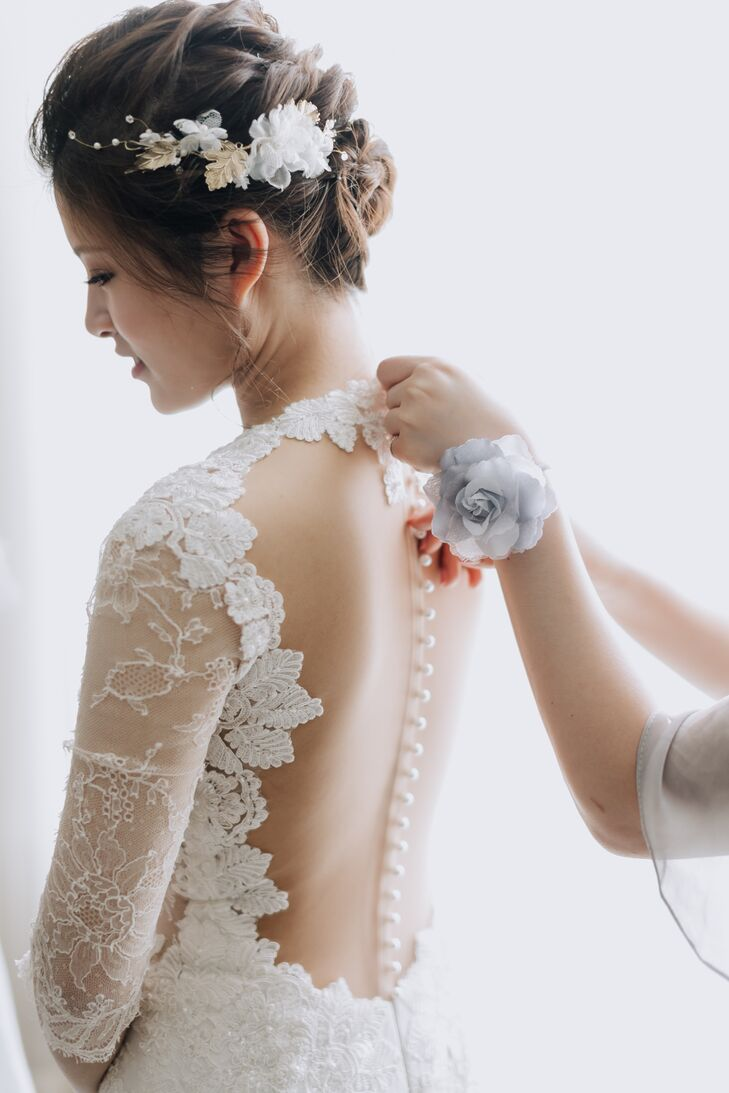 Illusion Pearl-Covered Button Back