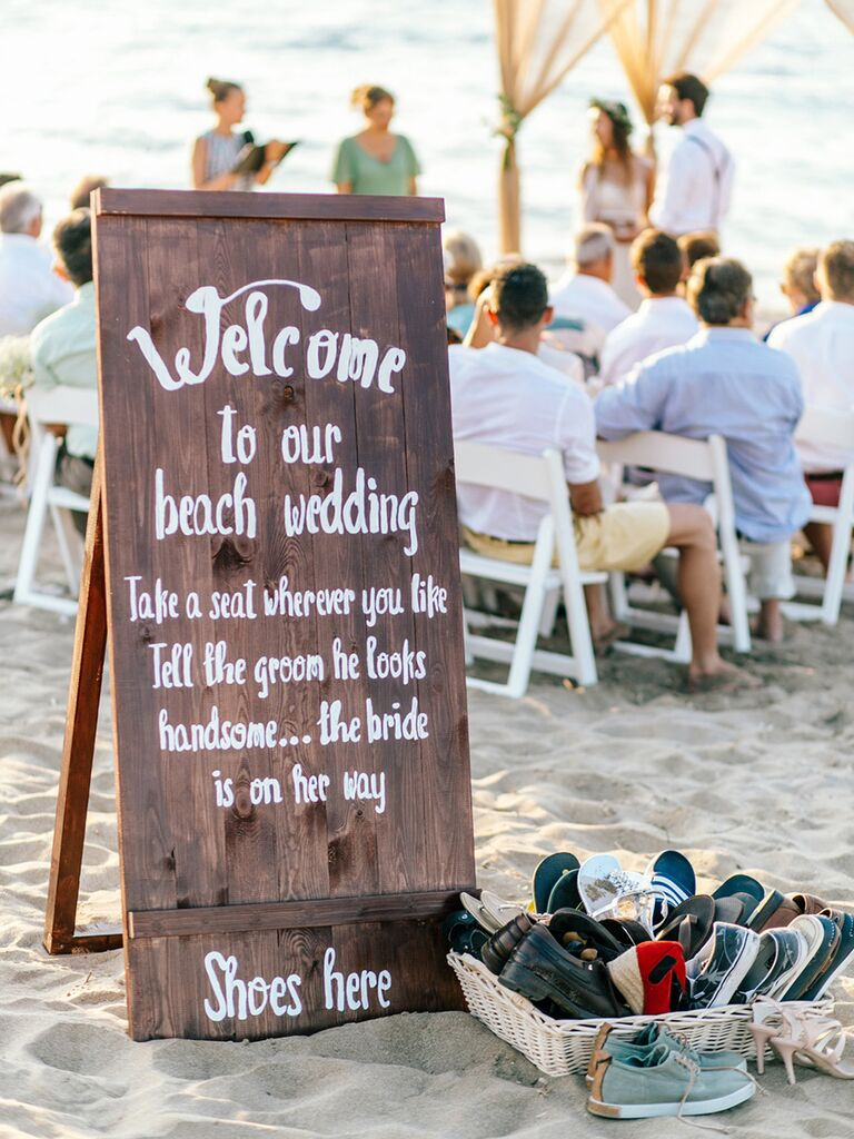 17e814266 DIY beach-themed decorations for wedding ceremony and rception