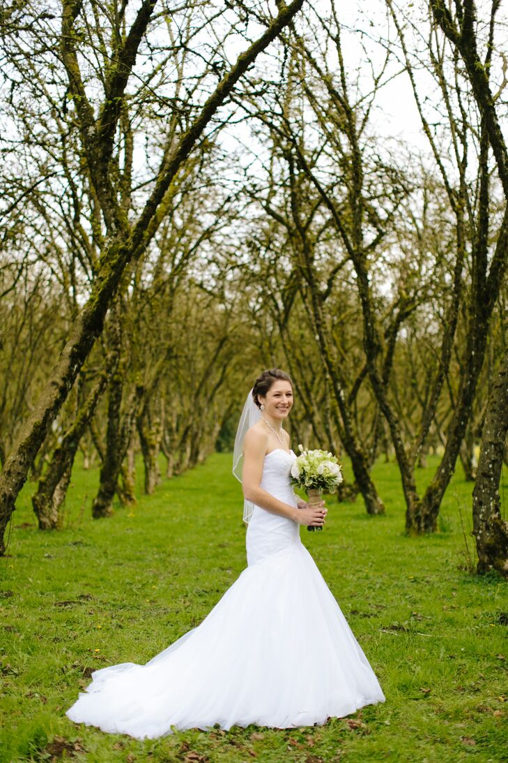 Jessica wore an elegant strapless trumpet dress with beading on the bodice.