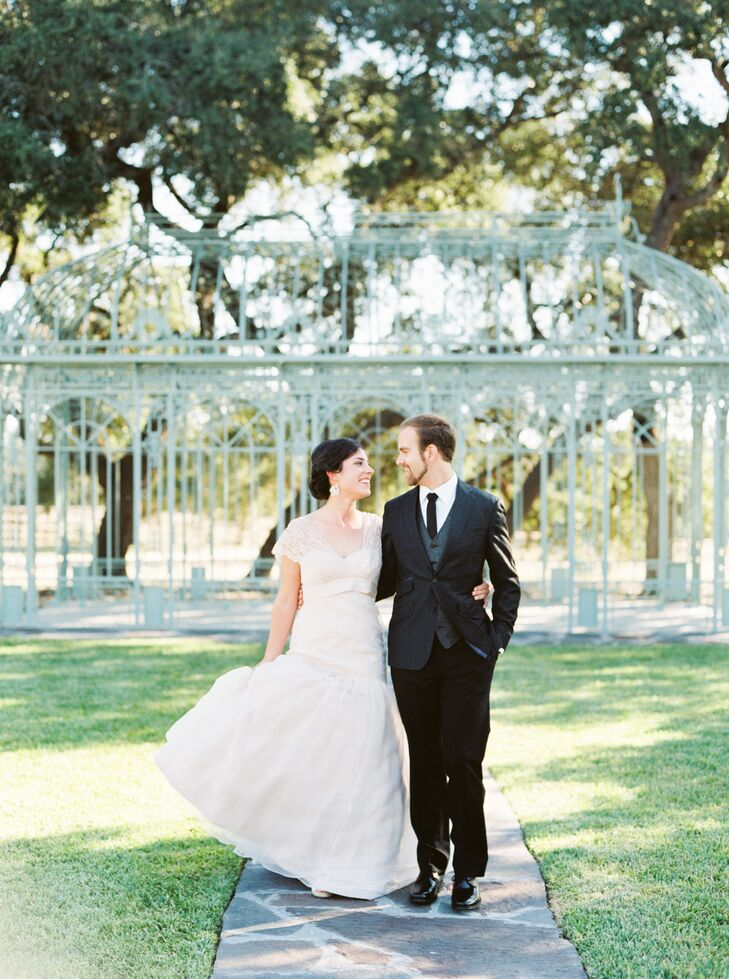 With a strong will to keep their elegant wedding eco-friendly, Ann Claire (26 and a communications specialist) and Cody Green (26 and a cellist) fell