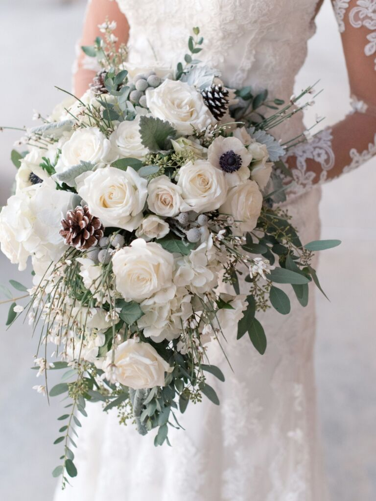 winter wedding ideas pinecones in bouquet