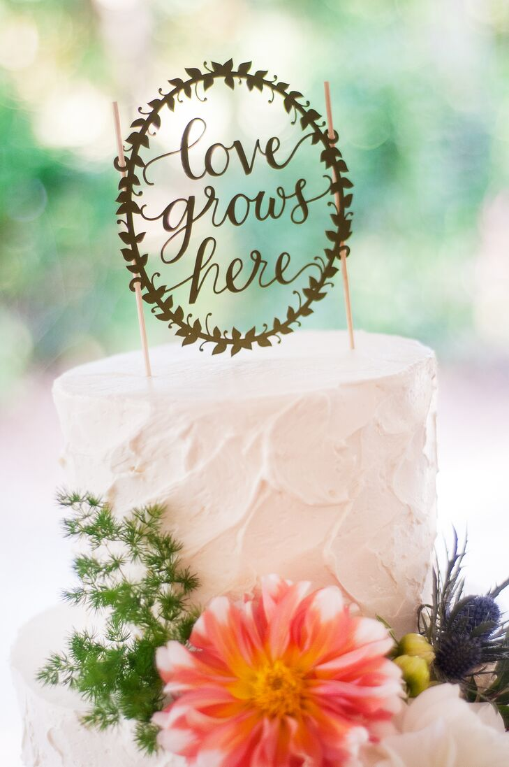 Lauren and Van played up the fall season with a tiered white wedding cake with pumpkin and raspberry flavors.