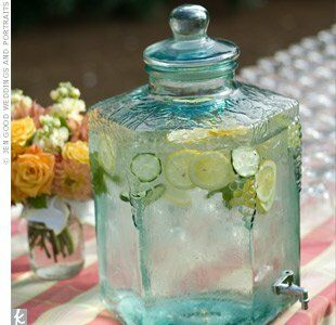 To stay cool at the ceremony, guests filled up on water flavored with lemon and cucumber slices, a refreshing summer treat.