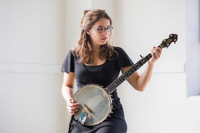 Michelle Younger - Classical Guitar, Banjo