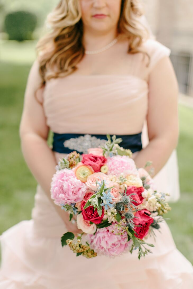 Mary, who admitted she was totally ignorant about flowers, met with the florist and pointed out what she liked from the florist's portfolio.