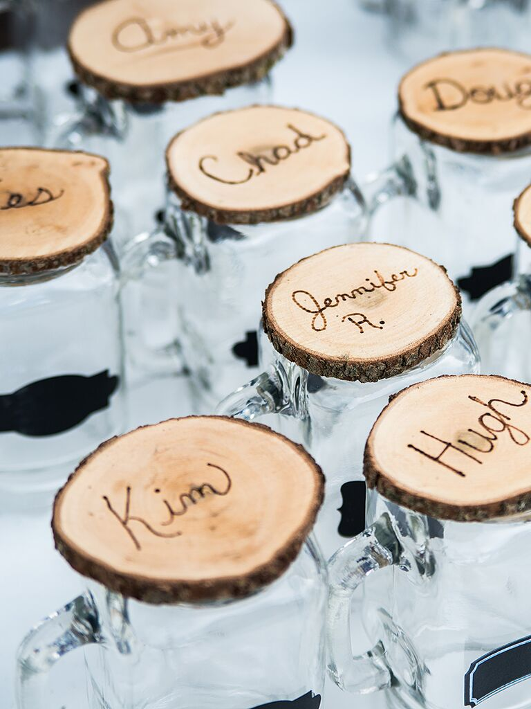 20 diy wedding favors for any budget diy cocktail glass wedding favors solutioingenieria Gallery