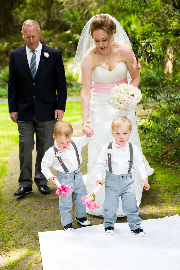 The couple's twin boys escorted Lisa down the aisle wearing suspenders and carrying small pink bouquets.