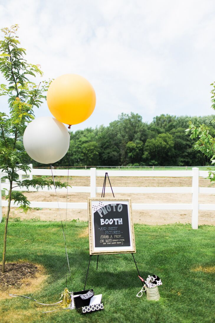 Guests were encouraged to snap photos outdoors with the aid of fun props and oversize balloons.