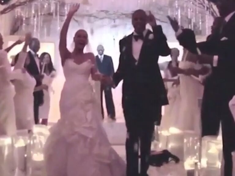 See Beyonce S Wedding Dress And Her Something Blue In This New Video