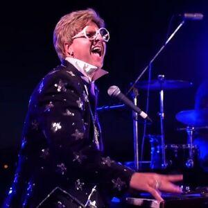 White Oak, PA Elton John Impersonator   Elton John Tribute Artist Lee Alverson