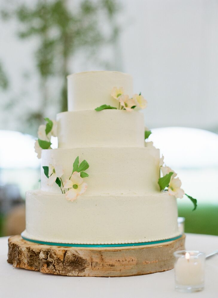 """""""Our four-tier wedding cake was decorated with hand-painted sugar Dogwood flowers, the state flower of our home state of Virginia,"""" Anna says."""