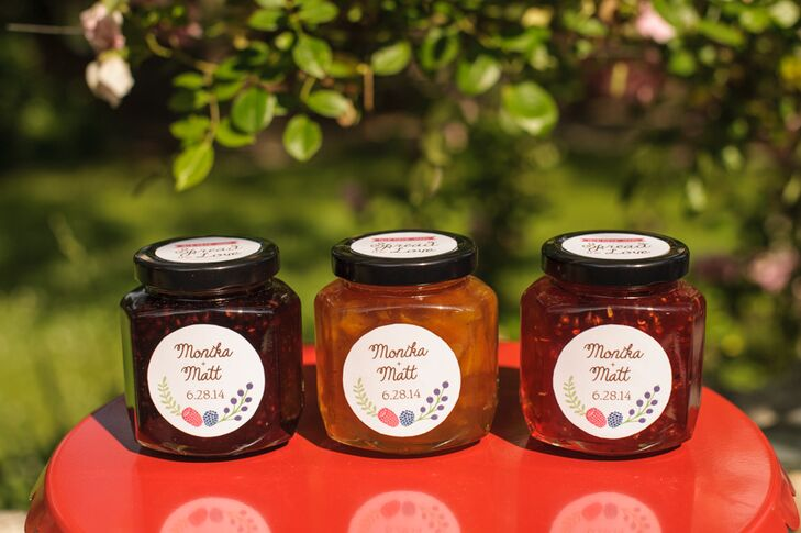 Blue Ridge Jams, a local specialty food producer based out of Dana, North Carolina, made all of the strawberry, raspberry and orange marmalade jams that served as wedding favors.