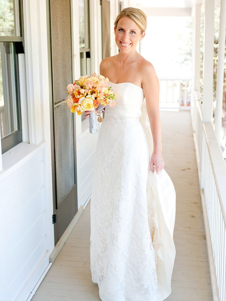 Classic wedding dress strapless with lace