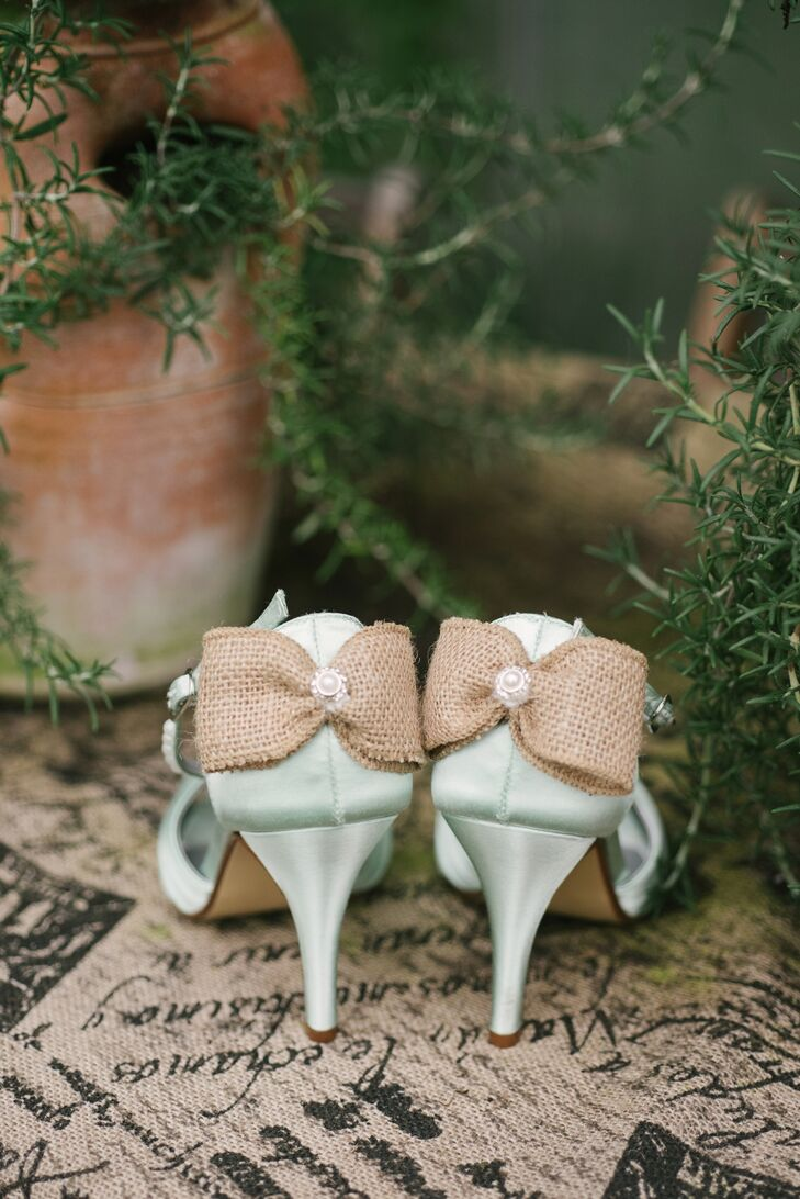 Courtney found her wedding day shoes on Etsy: hand-dyed mint heels with a burlap bow.