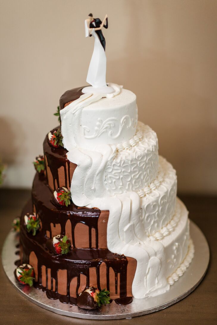 Combined Chocolate And Vanilla Bride And Groom S Cake