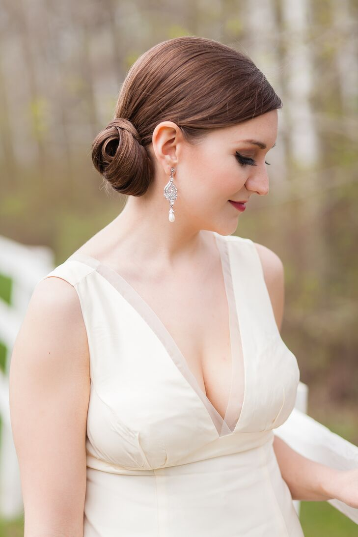 Nicola wore a second hand low V-neck Vera Wang gown, with a classic, Old Hollywood feel.