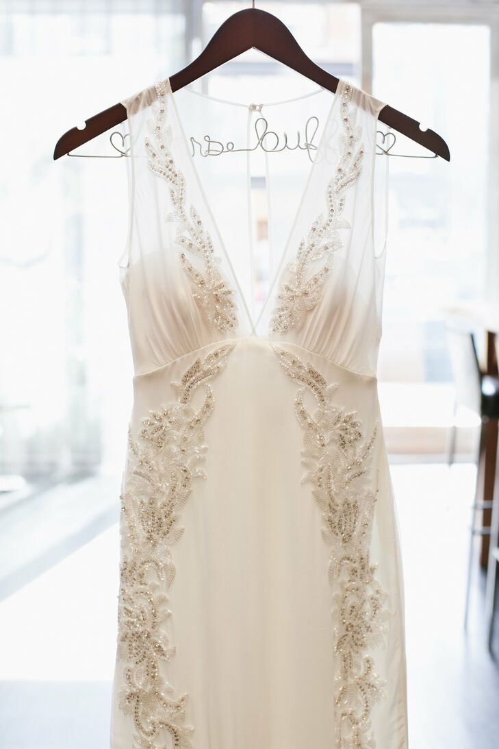 Nicole's gorgeous gown featured a dramatic plunging neckline and beading along the bodice and skirt.