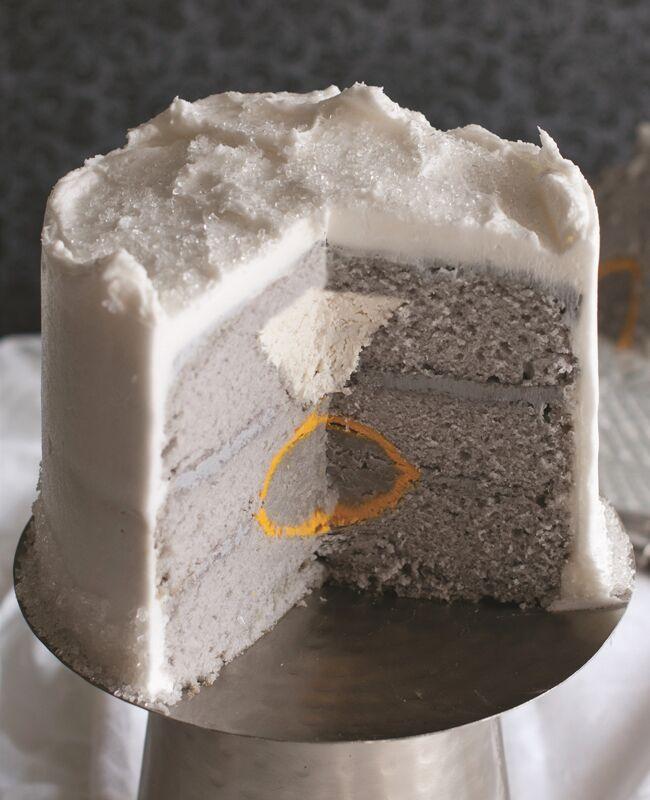 How to make a diamond engagement ring cake: Amanda Rettke / TheKnot.com