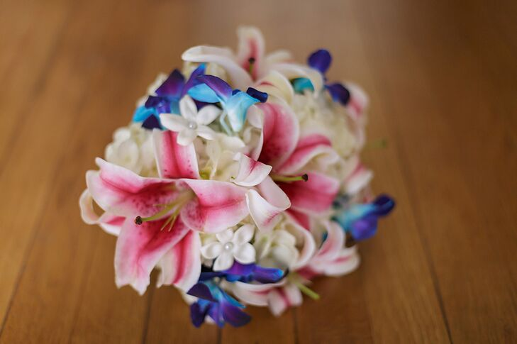 The bridal bouquet had pink lilies and dyed blue bom dendrobium orchids along with stephanotis flowers.
