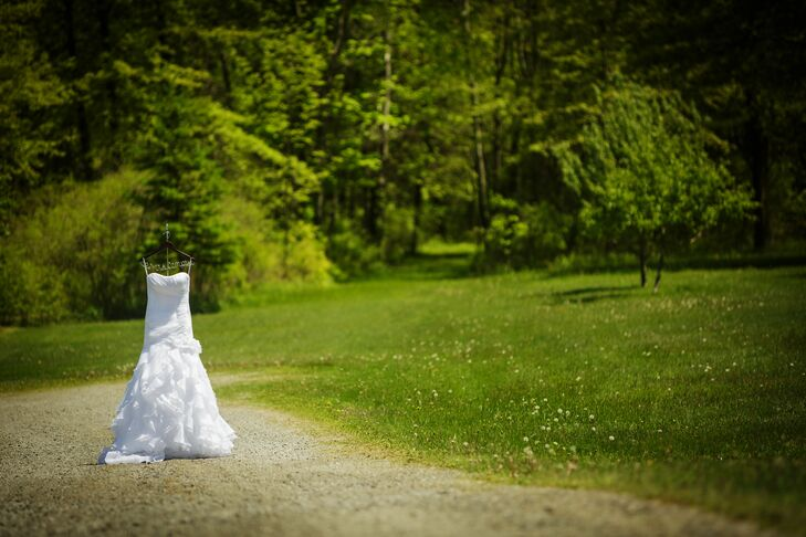 Heather wore a mermaid style, ivory Demetrios wedding dress with a sweetheart neckline, ruching in the bodice and cascading layers in the skirt.