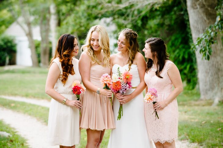 Wanting the wedding to feel laid-back, Meredith had her bridesmaids choose their own dresses, asking only that they be a light blush color.