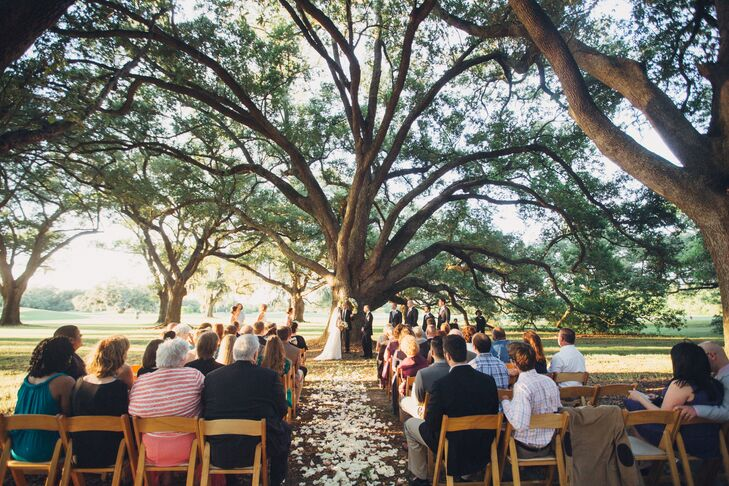 The couple exchanged their vows under a large oak tree in Audubon Park in New Orleans.