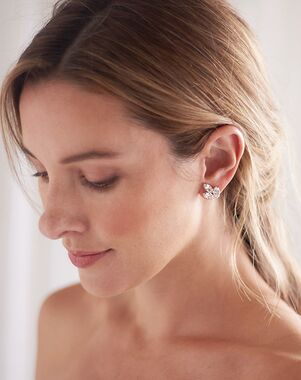 Dareth Colburn Tatum Floral Stud Earrings (JE-4190) Wedding Earring photo