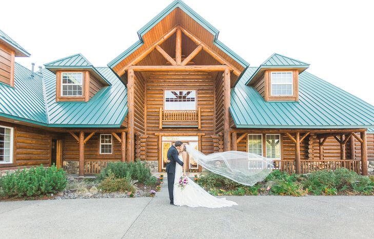 Abigail Landon (24 and a student at Western Governors University) and Quinton Smith (26 and an Internet entrepreneur) wed in front of 250 guests at Ab