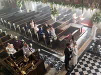daphne and simon bridgerton wedding with loved ones