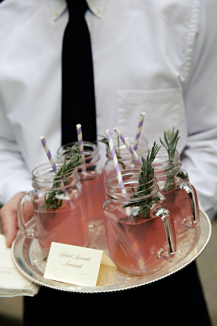 At the cocktail hour, mason jars filled with limoncello, vodka and lemonade infused with lavender were served to guests.