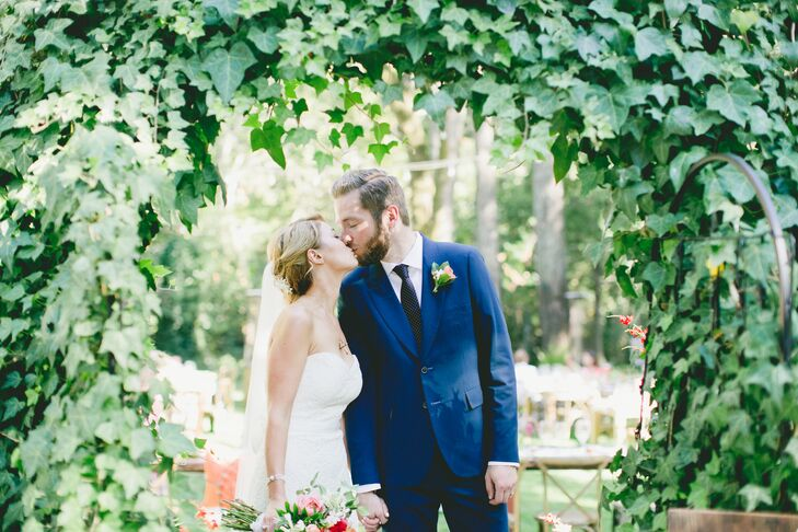 Melanie Lyeth (28 and in the medical field) and Patrick Fenton (31 and in advertising) celebrated their wedding with an outdoor ceremony and a food-fo