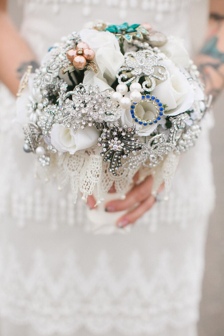 Instead of a classic bouquet, Nicole opted for one filled with an eclectic mix of brooches, with a few white roses for a fresh touch.