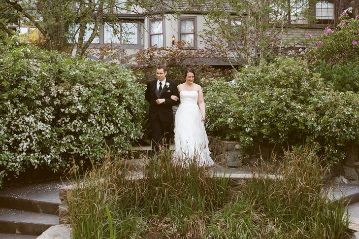 The couple held their ceremony in the Sunken Gardens behind the English Inn in Victoria, British Columbia.
