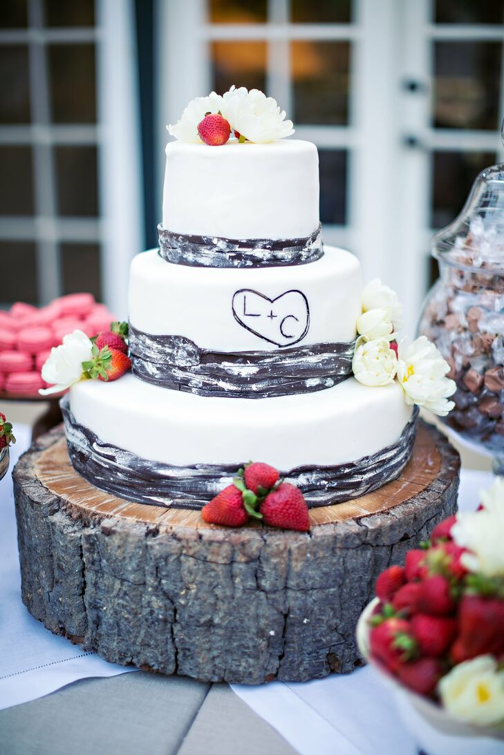 Rustic bark-like details wrapped each layer of the three-tiered white cake.