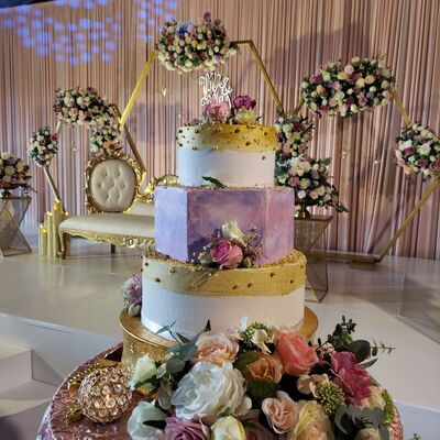 Danyell's Cakes and Creations, llc