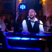 Los Angeles, CA Dueling Pianos | Felix and Fingers Dueling Pianos