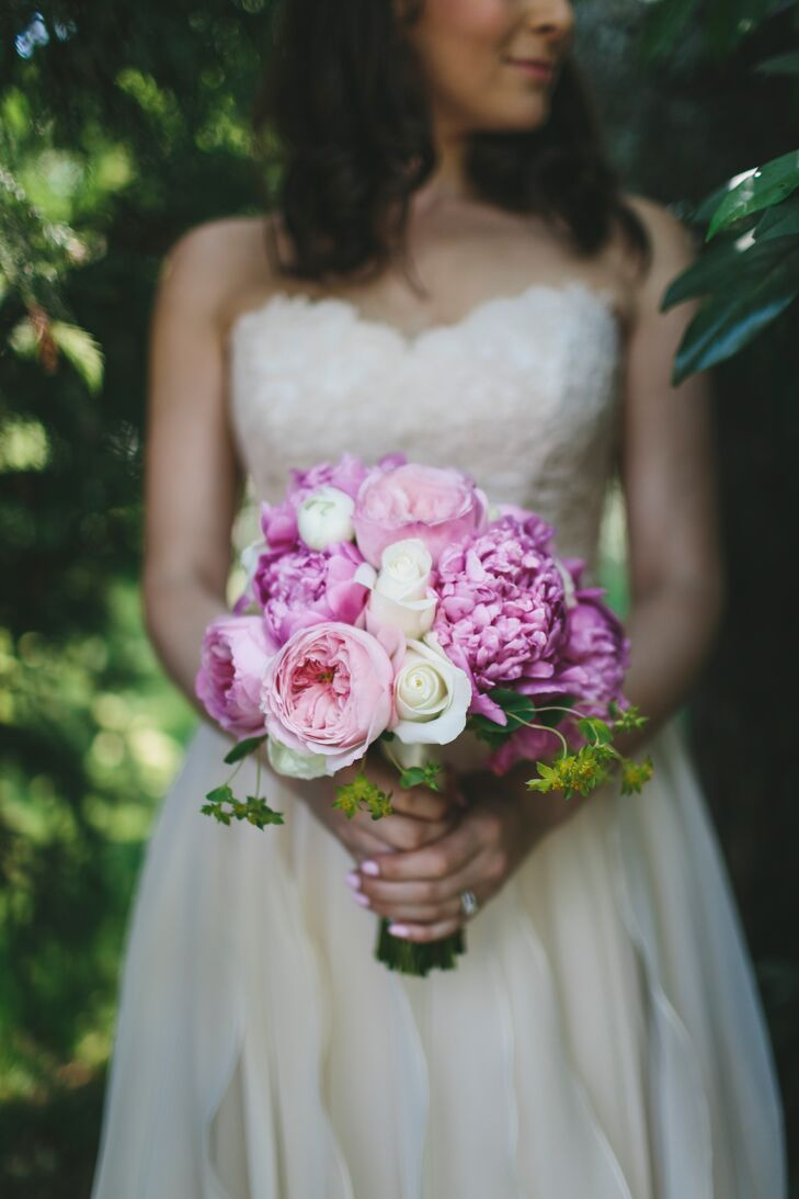Jess created her bouquet (and the other arrangements) with the help of her mother, who owned a florist business called Rhonda Kaplan. Garden roses, peonies and spray roses made up the elegant pink and white bridal bouquet.