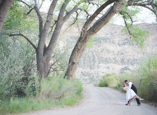Courtney Leaver (22 and a self-employed costumer) and Jack Bishop (27 and a software engineer) wanted to get married amid natural, New Mexico beauty.
