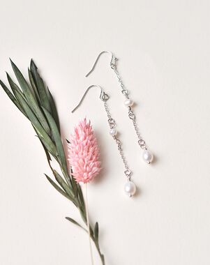 Dareth Colburn Simple Pearl Dangle Earrings (JE-4168) Wedding Earring photo
