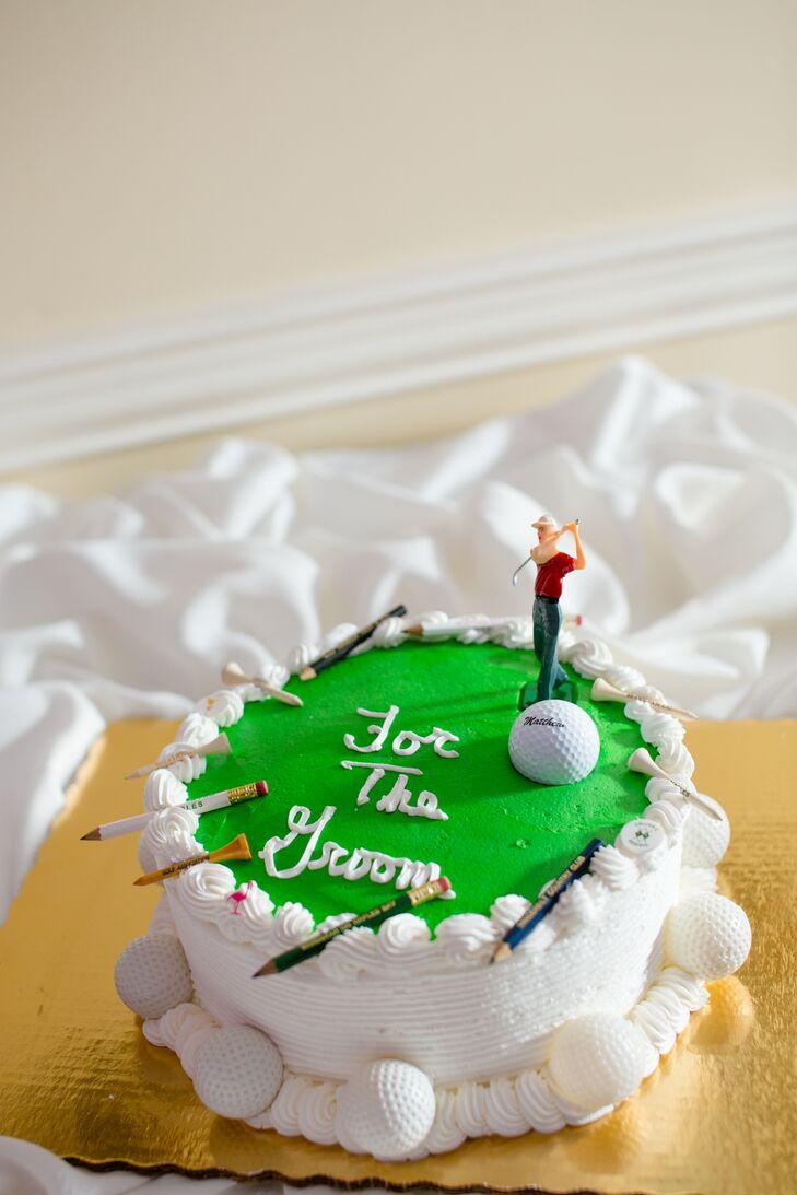 Lauren and Matt also had a golf themed groom's cake to resemble Matt's hobby, she says.