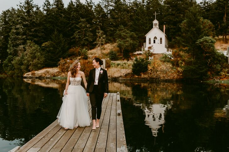 Niki Ang and Kelsie Davisson's wedding embodied the laid-back vibe of summer with a waterfront setting and a color palette that paid tribute to the na