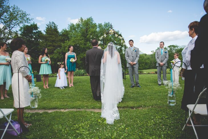 Nicole wore a cathedral veil from Monique Lhuillier for her outdoor ceremony.