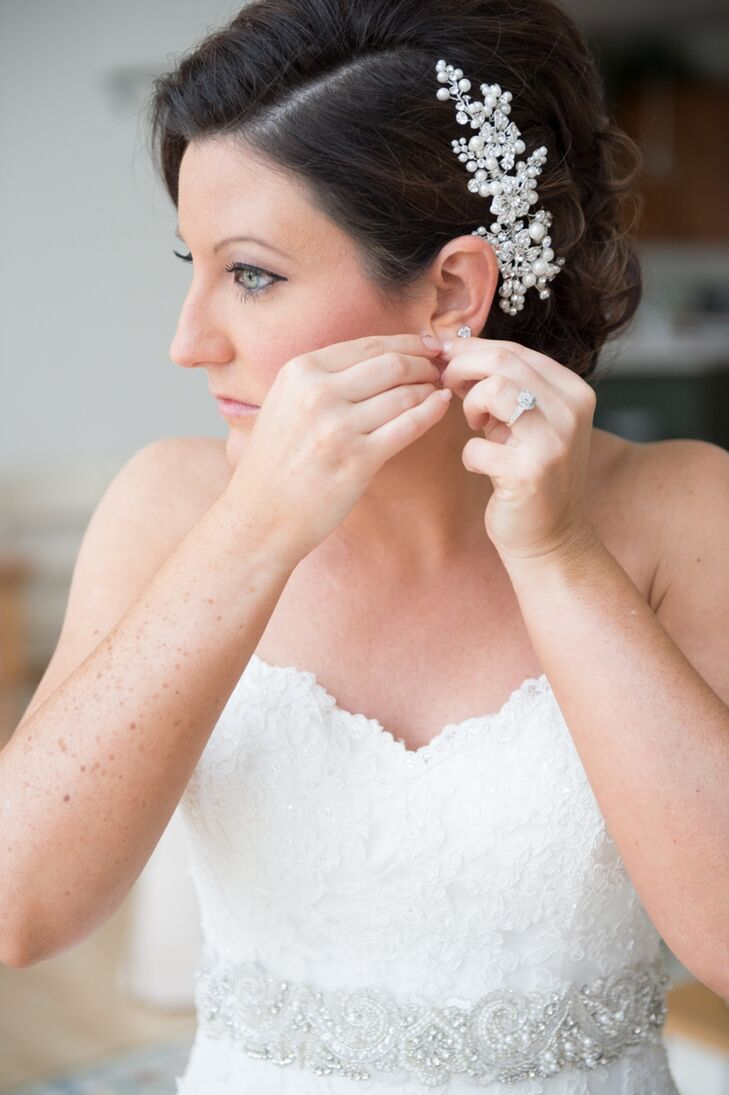 The bride added a delicate, pearl hair pin to her elegant updo.